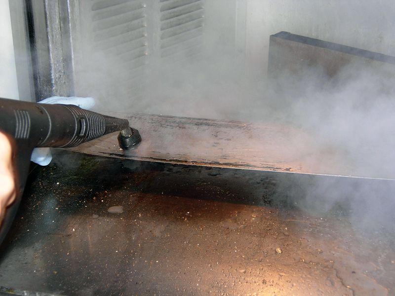 Profesionalni i industrijski Menikini paročistači i uređaji za čišćenje, odmašćivanje i dezinfekcije suvom parom.ML5 paročistač. Suva para za dezinfekciju i čišćenje u prehrambenu industriju i ugostiteljstvu