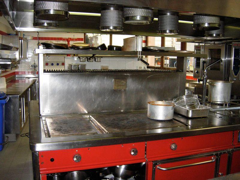 Profesionalni i industrijski Menikini paročistači i uređaji za čišćenje, odmašćivanje i dezinfekcije suvom parom. ML5 paročistač. Suva para za dezinfekciju i čišćenje u prehrambenu industriju i ugostiteljstvu