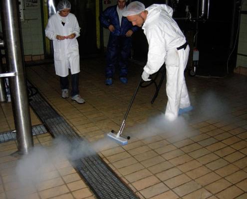 Vinarije i buradi. Dezinfekcija. Profesionalni i industrijski Menikini paročistači i uređaji za čišćenje, odmašćivanje i dezinfekcije suvom parom. Suva para za dezinfekciju i čišćenje u prehrambenu industriju i ugostiteljstvo.