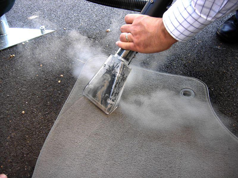 Profesionalni i industrijski Menikini paročistači i uređaji za čišćenje, odmašćivanje i dezinfekcije suvom parom. Steam Max Vacuum paročistač. Suva para za dezinfekciju i čišćenje u prehrambenu industriju i ugostisteljstvo. Autoperionice i pranje automobila