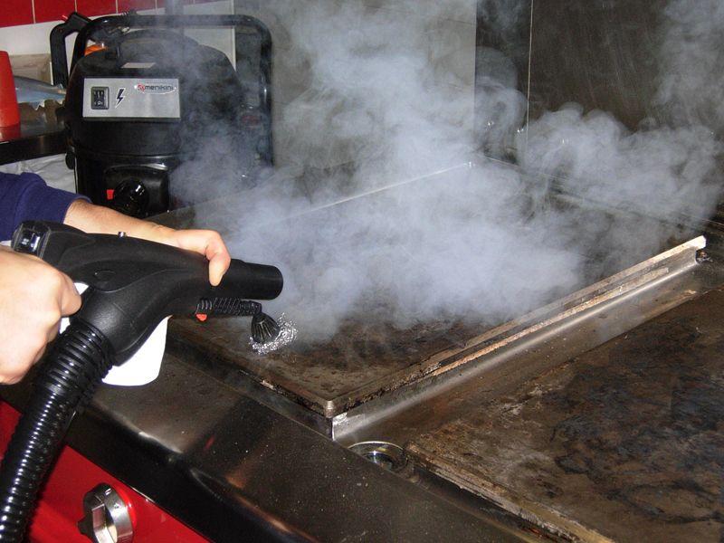 Profesionalni i industrijski Menikini paročistači i uređaji za čišćenje, odmašćivanje i dezinfekcije suvom parom. Steam Max Vacuum paročistač. Suva para za dezinfekciju i čišćenje u prehrambenu industriju i ugostiteljstvu